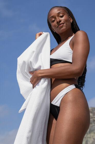 Image of Hunkemöller Bikini-Slip mit hohem Beinausschnitt 2Tone HKM x NA-KD Weiß